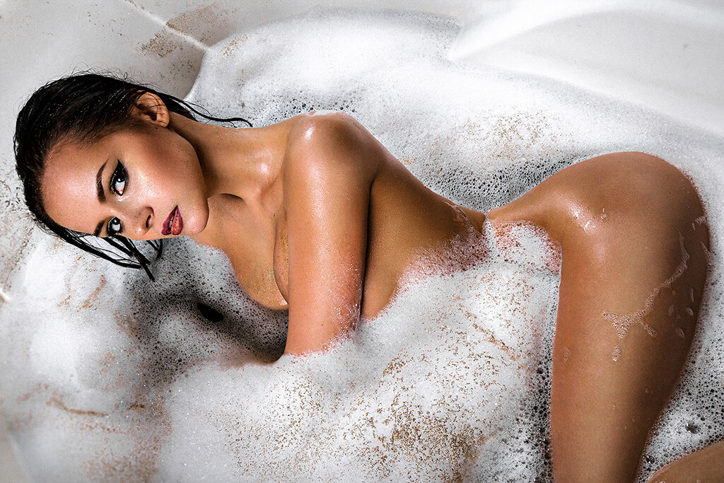 in the Jacuzzi - the program of erotic massage